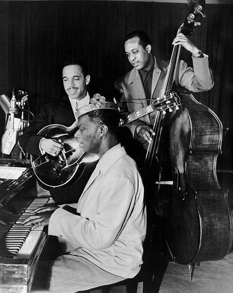 478px-Nat_King_Cole_Oscar_Moore_Johnny_Miller_King_Cole_Trio_1947.JPG