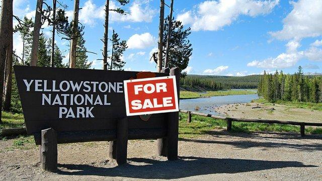 Jižní_vstup_do_Yellowstone_N.P._-_panoramio.jpg