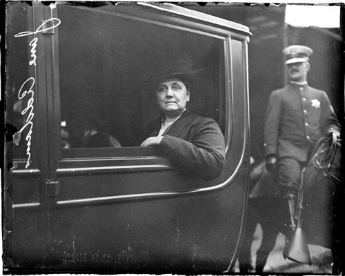 Jane_Addams_in_a_car.jpg