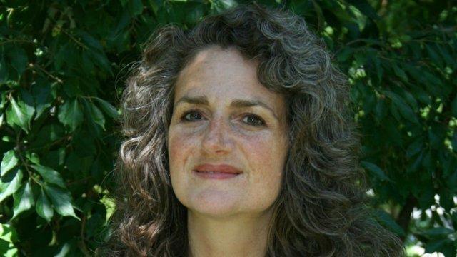 Laurie Mazur headshot.jpg