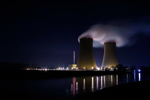 power-plant-1119720_1920.jpg
