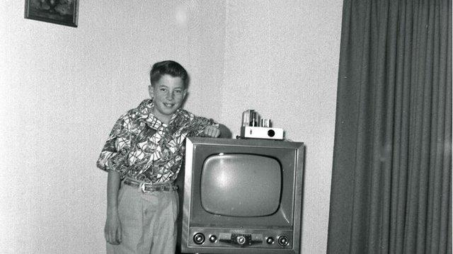 early_1950s_television_set_eugene_oregon__3__720.jpg