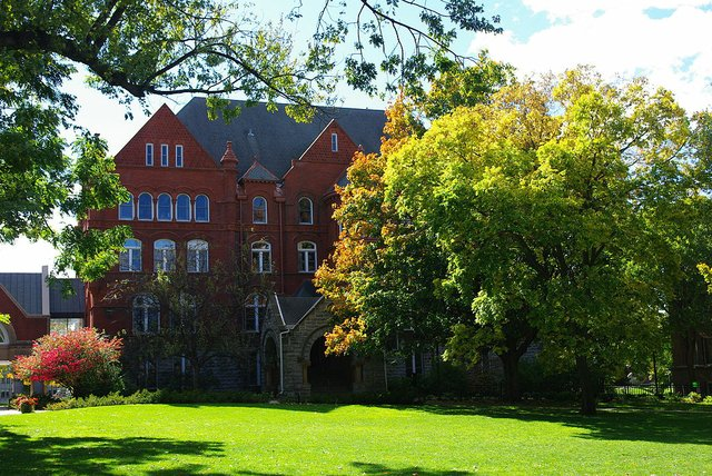 Old_Main-Macalester.jpg