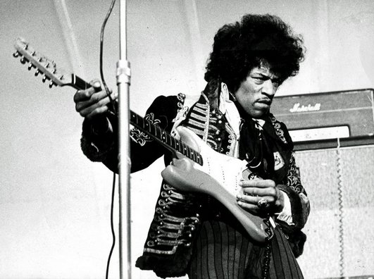 Jimi_Hendrix_1967_uncropped.jpg
