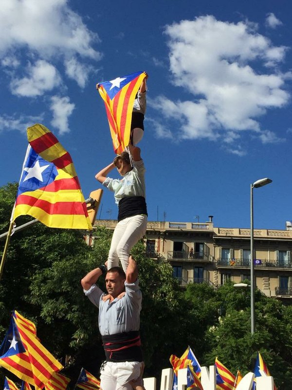 acrobats barcelona.jpg