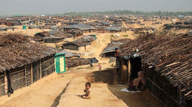 1200px-Kutupalong_Refugee_Camp_(John_Owens-VOA).jpg