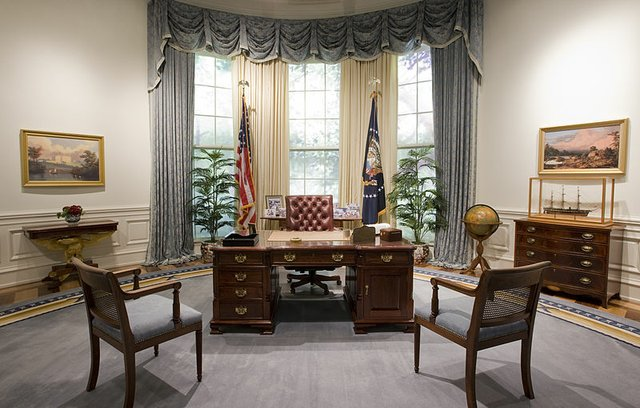 800px-Bush_Library_Oval_Office_Replica.jpg