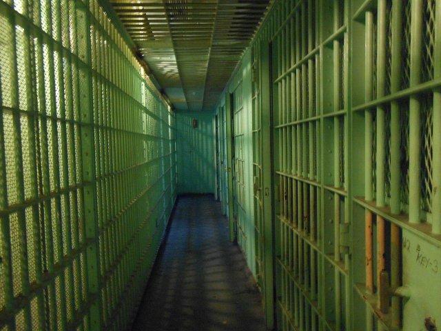 jail-cells-429638_1280.jpg
