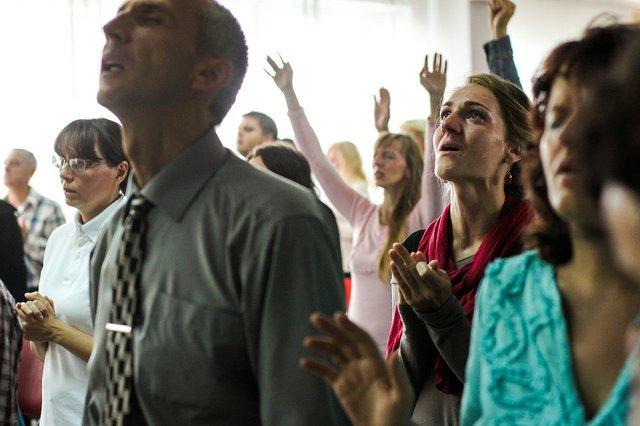 Lady-Singing-Woman-People-Praying-Man-Guy-Praise-2585962.jpg